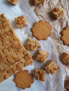 Helppo ja nopea piparifudge | Dr. Sugar Waffles, Sweets, Sugar, Bread, Cookies, Breakfast, Desserts, Christmas, Food
