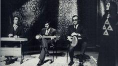 محمد حیدری، سنتور؛ هوشنگ ظریف، تار، محمد اسماعیلی، تمبک؛ پریسا، آواز. تهران، ۱۳۵۵