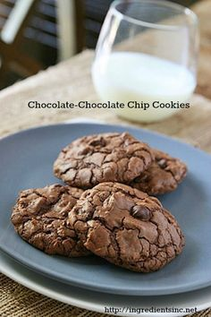 chocolate-chocoalte chip cookies from Hobbs Lewis Chocolate Chip Cookies Ingredients, Double Chocolate Cookies, Chocolate Chip Cookie Dough, Chocolate Chocolate, Just Desserts, Delicious Desserts, Yummy Food, Cookie Recipes, Dessert Recipes