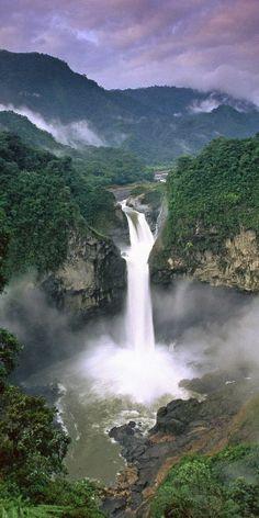 Cachoeira do Aracá no Amazonas, Brasil http://www.southamericaperutours.com/