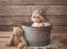 Baby bath photography so cute Ideas Bath Photography, Toddler Photography, Newborn Photography, Vintage Baby Photography, Color Photography, White Photography, Baby Milk Bath, 6 Month Baby Picture Ideas, Book Bebe