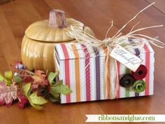 How to make a DIY Cookie Box out of one sheet of scrapbooking paper! This is great gift box idea for any Holiday! Craft Gifts, Diy Gifts, Scrapbook Paper, Scrapbooking, Origami, Envelope Punch Board, Cookie Box, Craft Box, Creative Gifts