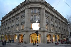 TECH NIEUWS  Apple Store, Amsterdam in Amsterdam, Noord-Holland.   Sinds vorige week is het mogelijk om de nieuwste versie van het iOS besturingssysteem, iOS 8.3,  te testen. Dit als onderdeel van het nieuwe Beta testprogramma van Apple voor particulieren. Geïnteresseerden met een iPhone 4S, iPad 2 of nieuwer kunnen zich hiervoor opgeven via de website van Apple. Het enige wat er nodig is om mee te kunnen doen, is een geschikt iDevice en een AppleID. Wel moet er rekening mee worden gehouden…