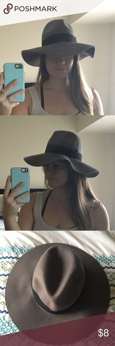 Gray felt floppy fedora hat Gray floppy fedora hat. Comes with a black band around it. Comes from a smoke free home. Forever 21 Accessories Hats