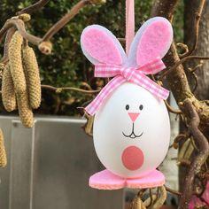 """Gefällt 27 Mal, 1 Kommentare - Judith (@judith_bs) auf Instagram: """"Dieses Osterhase-Ei habe ich an einem Osterbäumchen vor einem kleinen Laden in der Altstadt…"""""""