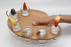 A TimberTom design sorozat (TimberTom logóval ellátott) fából készült egyedi tervezésű és kivitelezésű pálinkás kínáló palettája, 6 db klasszikus pálinkás pohár számára készült. Az ár a poharakat nem tartalmazza, azok külön igény esetén megvásárolhatóak melyről üzenetben tudunk egyeztetni. Serving Bowls, Palette, Tableware, Dinnerware, Tablewares, Pallets, Dishes, Place Settings, Mixing Bowls