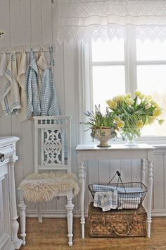 Via vibeke design Shabby Chic Mode, Shabby Chic Kitchen, Shabby Chic Cottage, Shabby Chic Style, Shabby Chic Decor, Cottage Style, Vintage Decor, White Cottage, Cozy Cottage