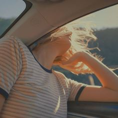 Image about girl in senses by 𝐋𝐈𝐒𝐀 on We Heart It Aesthetic Vintage, Aesthetic Photo, Aesthetic Pictures, Aesthetic Dark, Kunst Inspo, Summer Aesthetic, Photography Poses, People Photography, Photoshoot
