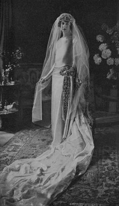 Pss Genevieve of Orleans in her wedding day with the count Antoine Chaponay. 1923 Genevieve was grandaughter of Sophie Charlotte in Bavaria, sister of Kaiserin Elisabeth of Austria and great grandaughter of King Leopold I of the Belgians.
