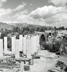 Building of the Colorado Street Bridge, Pasadena CA 1912