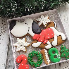 Довольный шагает в Новый год))) 850 руб Размер коробки 20*20 #cookies#sugarcookies#decoratedcookies#royalicing#icing#имбирноепеченье#пряники#подарокженщине#букет#розы#kuki#曲奇餅#쿠키#cookie#gallets#подаркидетям#сладкийподарок#сладкийсувенир#своимируками#sweet#instafood#имбирныепряникиназаказ#имбирныепряники#ginger#gingercookies#сладости#годсобаки2018#годсобаки#новыйгод#подарокнановыйгод
