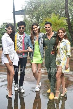 The cast of Housefull 4 promote their upcoming film! Bollywood Girls, Vintage Bollywood, Bollywood Stars, Bollywood Fashion, Bollywood Actress, Indian Actress Hot Pics, Indian Actresses, Actors & Actresses, Cotton Lehenga