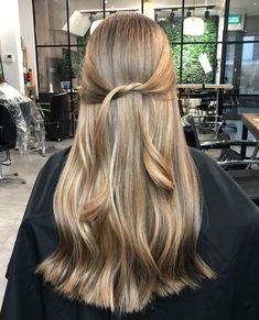 Hairstyles Half Up Half Down .Hairstyles Half Up Half Down Blonde Hair Looks, Golden Blonde Hair, Brown Blonde Hair, Brunette Hair, Dark Hair, Dark Blonde Hair Color, Dyed Blonde Hair, Short Blonde, Hair Color Balayage