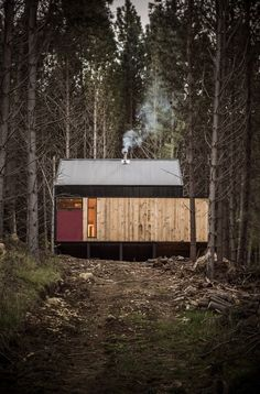 Inspired by traditional Chilean architecture, Casa La Quimera is a wooden house designed by architect Carlos Torres Alcalde. Nature Architecture, Residential Architecture, Interior Architecture, Interior And Exterior, Ideas Cabaña, Wooden House Design, Tiny House Cabin, Prefab Homes, Cabins In The Woods
