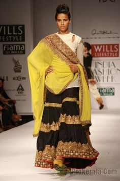 Anand Kabra ,Wills Lifestyle India Fashion Week the sharara is good! Ethnic Chic, Ethnic Fashion, Asian Fashion, Ethnic Style, Indian Attire, Indian Wear, Indian Dresses, Indian Outfits, Western Outfits