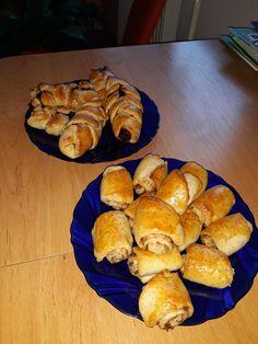 Kváskové pletenky so slivkovým lekvárom a škoricové slimáky Muffin, Bread, Breakfast, Food, Morning Coffee, Brot, Essen, Muffins, Baking