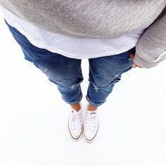 .Yep! My fresh white chucks with some ripped jeans and a comfy sweatshirt sounds like my kind of Sunday fall outfit.