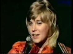 Anne Murray -- Snowbird - what a fine clear voice Country Music Videos, Country Music Singers, Country Songs, 70s Music, Folk Music, Music Songs, Reggae Music, Blues Music, Easy Listening Music