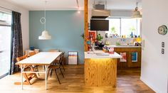家と家族の成長を楽しむシンプル空間に色を取り入れて時間とともに味わいを増す家