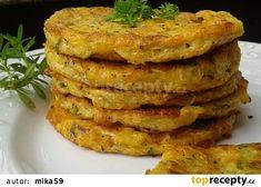 Cuketovo - celerové placičky z trouby recept - TopRecepty.cz Pumpkin Squash, Onion Rings, Zucchini, Vegetarian Recipes, Food And Drink, Pizza, Breakfast, Ethnic Recipes, Dinner Ideas