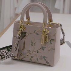 "Polubienia: 21.2 tys., komentarze: 231 – Loving Haute Couture (@lovinghautecouture) na Instagramie: ""The Making of a Dior Bag 🌸 #DiorTokyo"""