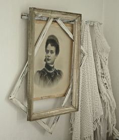 reusing old frames.framing old vintage photos such a modern twist on vintage/shabby chic items- simply by the abstract visual of the diagonal frame. Antique Booth Displays, Old Frames, Vintage Frames, Wall Decor, Wall Art, Vintage Country, Photo Displays, Shabby Chic Decor, Decoration