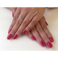 Love these short natural gel extensions with a powerful red polish #ohmynails #ohbeauty