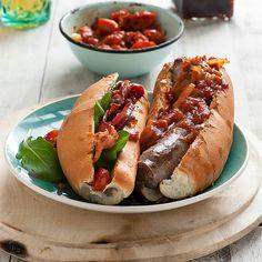 'n Sappige stukkie wors, toegevou in 'n vars, sagte broodrolletjie, is een van die lekkerste – en bekostigbare – dinge wat 'n mens kan eet. Hier 10 van die beste boeries, laat weet watter een is jou gunsteling! Hot Dog Buns, Hot Dogs, Side Dishes, Bbq, Lunch, Ethnic Recipes, Foods, Do Your Thing, Barbecue