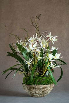 Très belle création florale artificielle.  Composition haut de gamme. www.fleuravie.fr