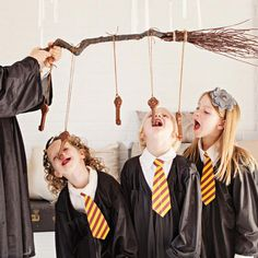 How to Throw a Harry Potter Party - Parenting - - Looking to host a Harry Potter-themed party? We've rounded up Hogwarts-themed birthday games, snacks and activities from Kara's Party Ideas. Plus: 61 Amazing Birthday Cake Ideas. Harry Potter Halloween, Cosplay Harry Potter, Harry Potter Motto Party, Harry Potter Party Games, Harry Potter Birthday, Harry Potter Snacks, Harry Potter Party Decorations, Birthday Decorations, Hery Potter