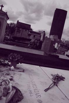 Tumba de Cortázar en el cementerio de Montparnasse, París