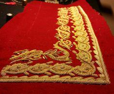 Bordado de bocamanga para un uniforme de secretario de embajada