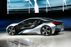 The BMW i8 2017 model is a sports car from the hybrid concept car Vision Efficient Dynamics. Presented at the Frankfurt Motor Show (IAA), it combines hybrid technology and classical sports performance.