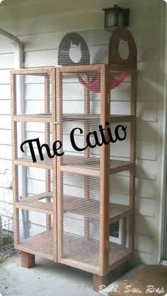 the catio, homesteading, outdoor living, pets animals Outdoor Cat Enclosure, Diy Cat Enclosure, Cat Cages, Cat Run, Cat Condo, Outdoor Cats, Cat House Outdoor, Pet Furniture, Diy Stuffed Animals