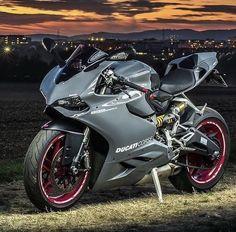 Motorcycle Paint Jobs, Motorcycle Dirt Bike, Futuristic Motorcycle, Motos Honda, Ducati Motorcycles, Custom Motorcycles, Pulsar Motos, Ducati 1299 Panigale, Ducati Supersport