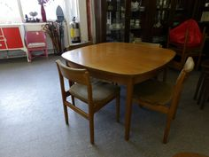Extendable Dining Table & 6 Chairs Price includes Reupholstery of The Chairs) -------------- Was £140 Now £112 (PC227)