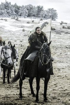 "Game of Thrones: Jon Snow (Kit Harington) season 6 episode 9 ""Battle of the Bastards"" Kit Harrington, Jon Snow, Winter Is Here, Winter Is Coming, Jon Schnee, Watchers On The Wall, Photo Games, Game Of Trones, Lord"