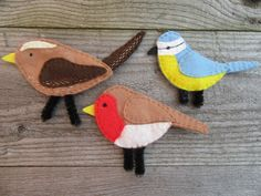 Set of 3 felt British birds, in the form of noticeboard magnets: robin (Height Length blue tit ( Height Length wren (Height Length A great bird watchers gift or nature lovers gift. These would brighten up any kitchen d. Home Office, Gifts For Nature Lovers, 8th Of March, Gift For Lover, Unique Gifts, Handmade Items, Felt, Crafts, 3d Printing