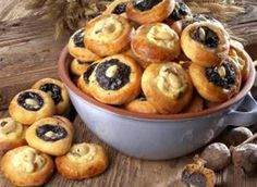 Recipe R, Czech Recipes, Cook Up A Storm, Sweet Life, Yummy Treats, Baking Recipes, Cravings, Muffin, Food And Drink