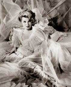 Vintage Glamour Girls: Arlene Dahl Arlene Dahl, Vintage Glamour, Old Hollywood, Larry, Diana, Angeles, Kissing, Bedtime, Girls