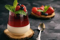 4 Recetas De Gelatina Llenas De Proteína - Panna Cotta, Ice Ice Baby, Light Recipes, Jello, Finger Food, Food And Drink, Favorite Recipes, Diet, Ethnic Recipes