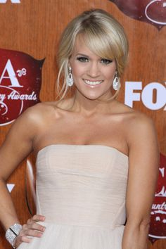 Carrie Underwood - ideas for color and cut Romantic Hairstyles, Hairstyles With Bangs, Carrie Underwood, Damp Hair Styles, Long Hair Styles, Blonde Updo, Hair To One Side, Teased Hair