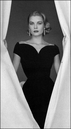 HH Style Icon Part II: Grace Kelly Grace Kelly. We need more Grace Kelly, less Miley Cyrus, please God. Timeless Beauty, Classic Beauty, Grace Beauty, Timeless Elegance, Classic Style, Beauty Style, Classic Black Dress, Classic Image, Classic Fashion