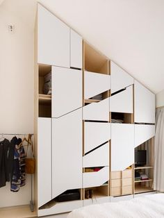 Comfortable and Suitable Wardrobe Design for Big & Small Bedroom Interior Architecture, Interior And Exterior, Sliding Wardrobe Doors, Pax Wardrobe, Wardrobe Storage, Wardrobe Cabinets, Wardrobe Design, Cabinet Design, Interiores Design