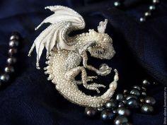 """Купить Брошь дракон """"Сильви"""" Брошь бисер. Серебряный дракон - брошь, брошка, авторская брошь"""