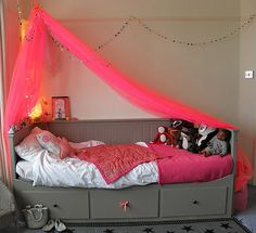 Great idea so when kids grow out of it can be re-used!!!!  Kid's room of the day: Flouro pink & grey