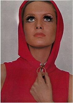 Twiggy by Just Jeackin for UK Vogue, 1967
