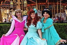 Beauty & Majesty, Shining Magically - Ariel, Aurora, and Jasmine Disney On Ice, Disney Live, Old Disney, Disney Stuff, Disney Magic, Princess Costumes, Disney Costumes, Disneyland Face Characters, Disney Characters