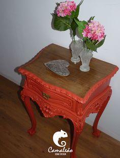 Mesa de cabeceira restaurada