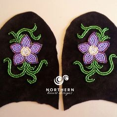 Metis-style pointed flowers with vines – BEAD Beaded Flowers Patterns, Bead Embroidery Patterns, Seed Bead Patterns, Beaded Embroidery, Beading Patterns, Leather Tooling Patterns, Beaded Moccasins, Beadwork Designs, Beaded Lanyards